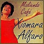 Xiomara Alfaro Moliendo Café